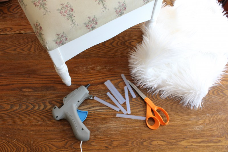 Simple supplies for a quick and easy way to update an old stool