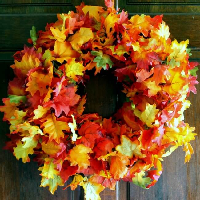 This gorgeous fall wreath goes together in just 5 minutes. Seriously. FIVE MINUTES. A must-do!