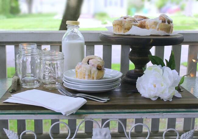 Front Porch Brunch | front porch decor | budget friendly | outdoor decor |
