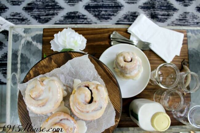 Cinnamon rolls served on this front porch which is decorated on a dime