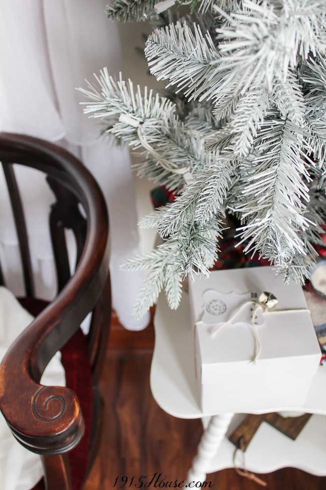 You don't have to spend a fortune to get a frosted white Christmas tree - DIY your own with these simple tips!