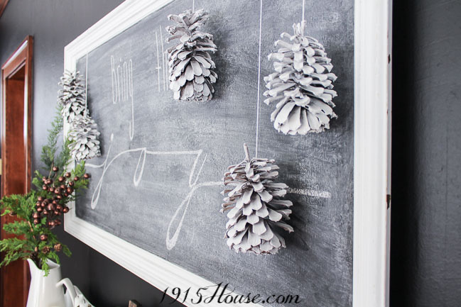 How to paint pinecones - Free and easy Christmas decor - such a simple DIY!
