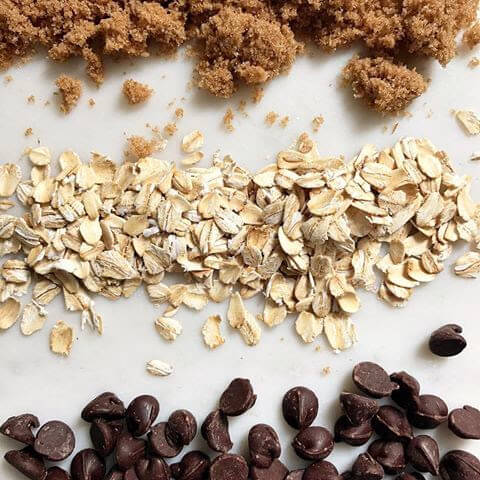 Easiest no-bake granola bars - make a double batch for easy breakfasts and afternoon snacks!
