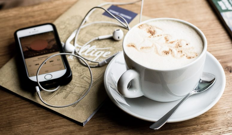 What's in my earbuds – Minimalist Podcasts
